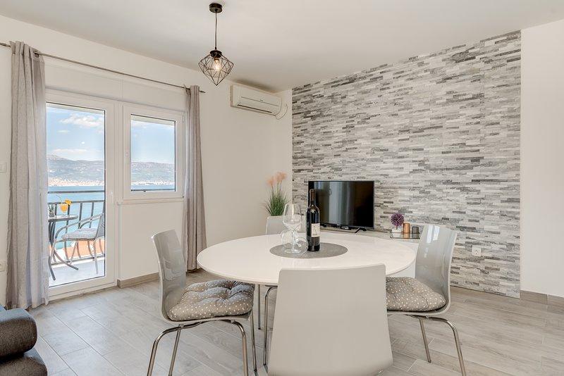 UJEVIC - Apartman 2, aluguéis de temporada em Slatine