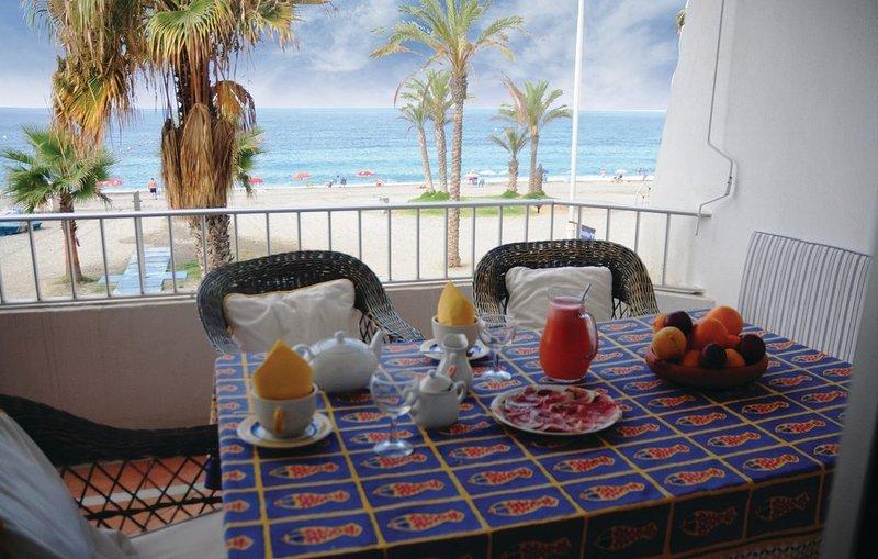 Apartamento en Primera Línea de Mar / Seafront apartment with great views, alquiler de vacaciones en La Herradura