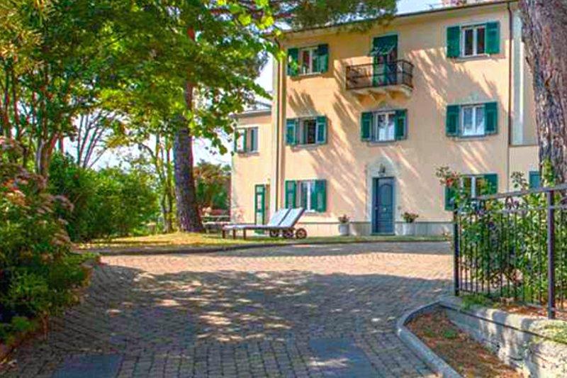 Splendida Villa dello Scrivano Genova Liguria, holiday rental in Savignone
