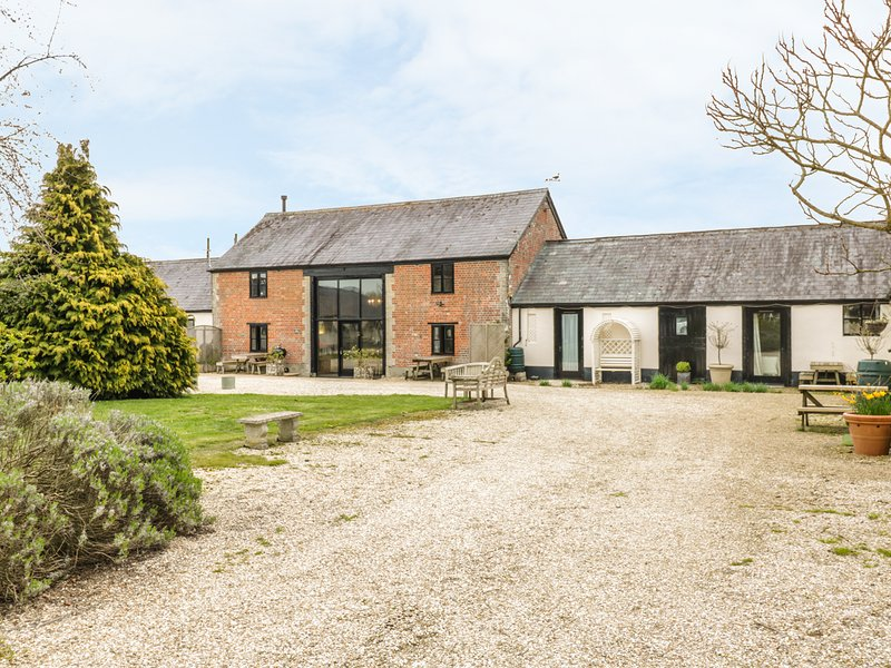 THE BARN, Victorian barn conversion, character features, en-suite bedrooms, casa vacanza a Tisbury