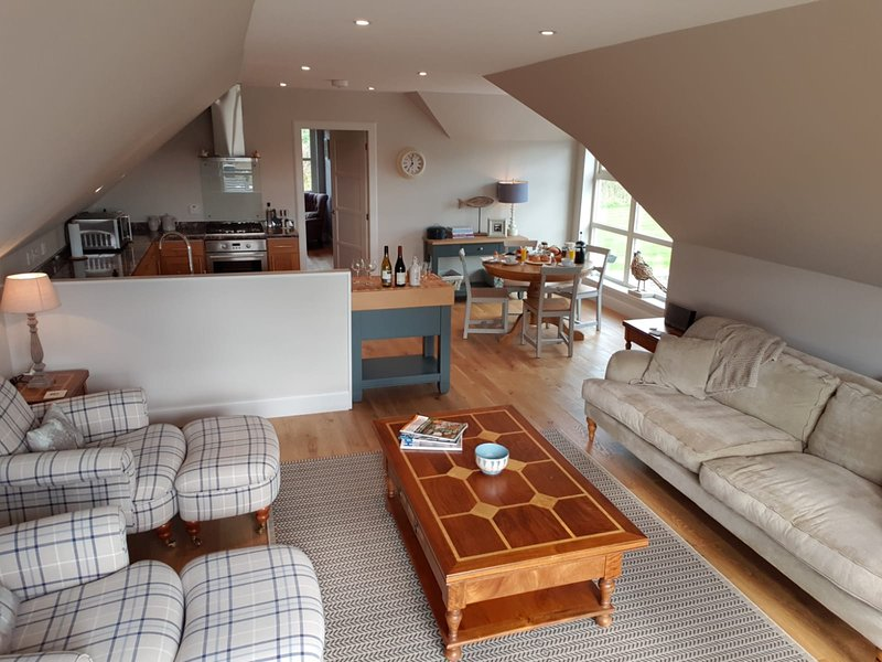 The Corry Loft: A Luxury Loft Apartment with Beautiful Perthshire views, casa vacanza a Muthill