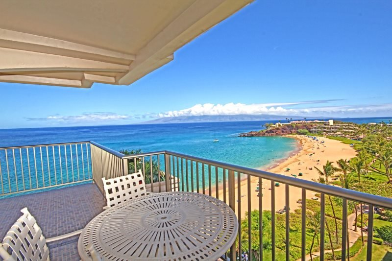 DIRECT OCEAN FRONT  Whaler #1102 Two-Bedroom/Two-Bath Condo, holiday rental in Lahaina
