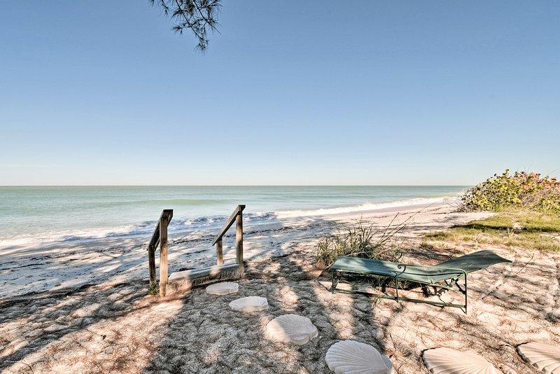 Enjoy a wonderful beach getaway in Casa Key!