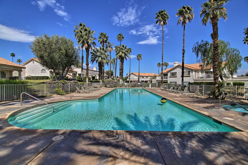 Desert Falls Resort Villa w/ Deck+Pool Views!, holiday rental in Indian Wells