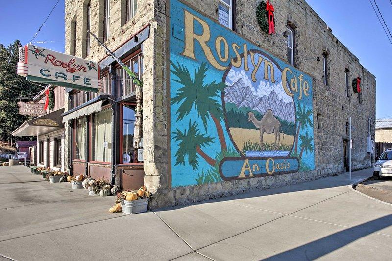 Passez au café Roslyn pour une bouchée avant de partir pour la journée!