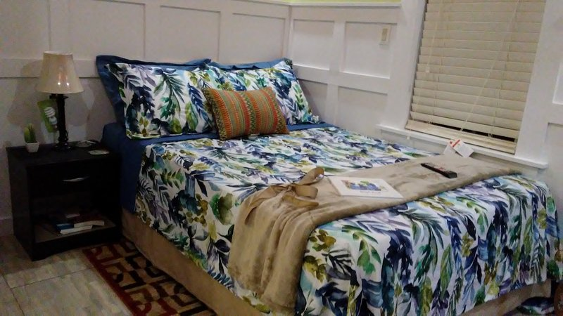 Private hideaway at the Phoenix guest suite, holiday rental in Rolleville