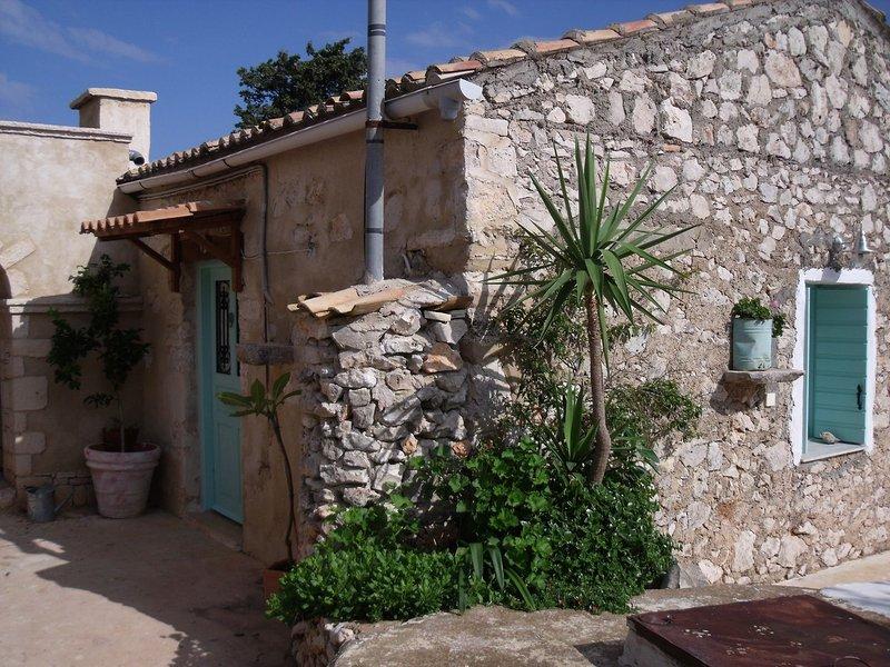 Delightful Stone Greek Cottages - Daisy Studio Marguerite one half bdrms, holiday rental in Skinaria