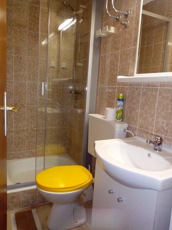 A1 (2): bagno con wc