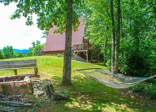NOW BOOKING ! - HAVEN RIDGE- w/Hot Tub, Mtn Views, Fire Pit & Near New River, location de vacances à Lansing