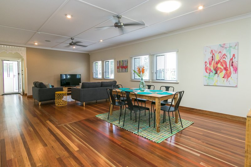 Charming Home By The Sea, holiday rental in Urangan