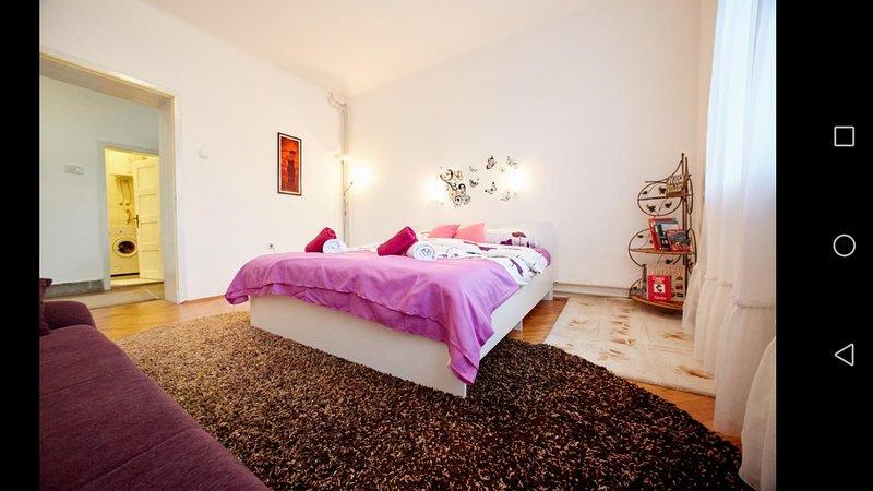 Central Tuzla apartment - free gated parking, aluguéis de temporada em Bjelasnica
