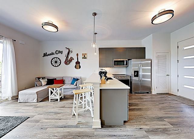 Sunny Brand-New Condo Less than 3 Miles to both Downtown &  Music Row!, holiday rental in Nashville