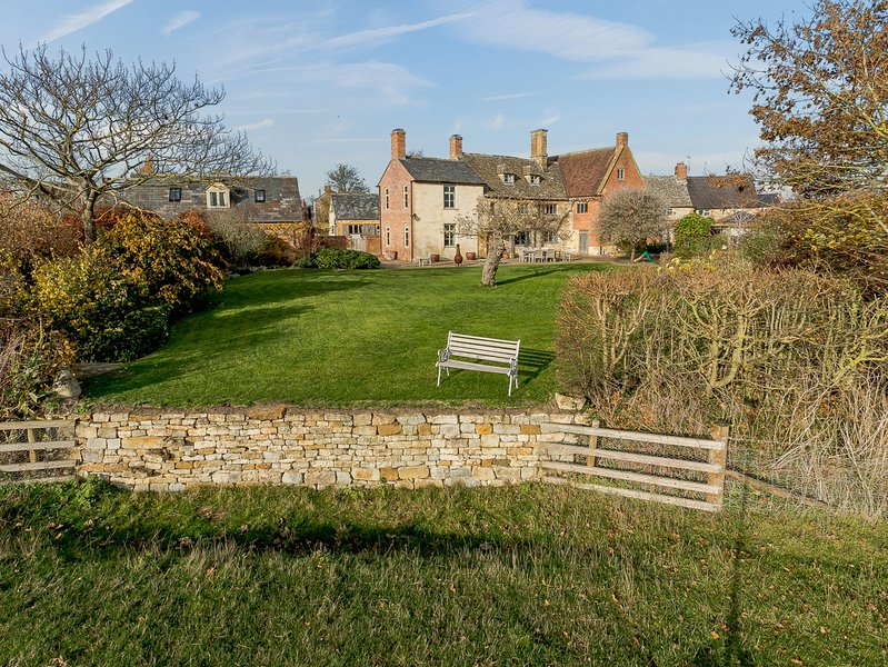 Manor Farm House, 8 bedrooms and perfect for friends and families, Blackwell, holiday rental in Kineton