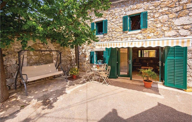Beautiful home in Drivenik with WiFi (CKA180), location de vacances à Tribalj
