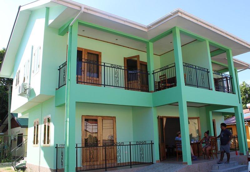 Maison - en bas - appartement pour 4 personnes - à l'étage 2 appartements pour 2 personnes chacun