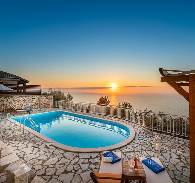 Blue Chill Villa, where summer dreams come true! Magnificent view and location!!, holiday rental in Tsoukaladhes