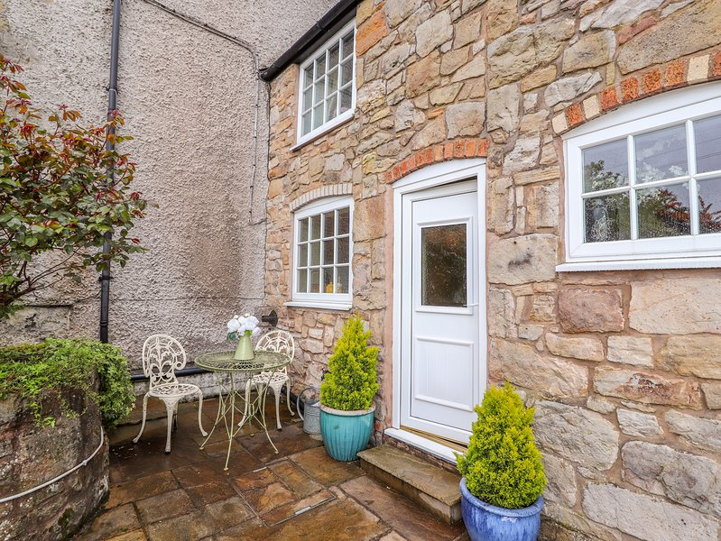 WOODLAND COTTAGE, WiFi, woodburning stove, Cefn Mawr, Ferienwohnung in Ruabon