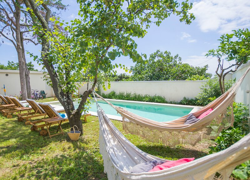 Santo Amaro Villa Sleeps 12 with Pool and Air Con - 5791070, holiday rental in Belem