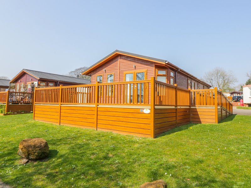 9 LAKESIDE, decking, off-road parking, near Norwich, location de vacances à Horsford
