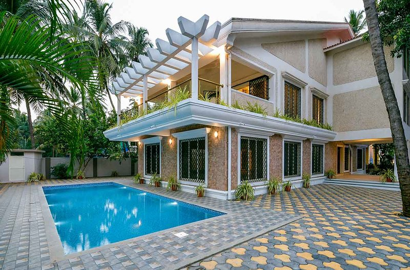 Baga Beach Road • 5 Bed • Private Pool Villa, holiday rental in Calangute