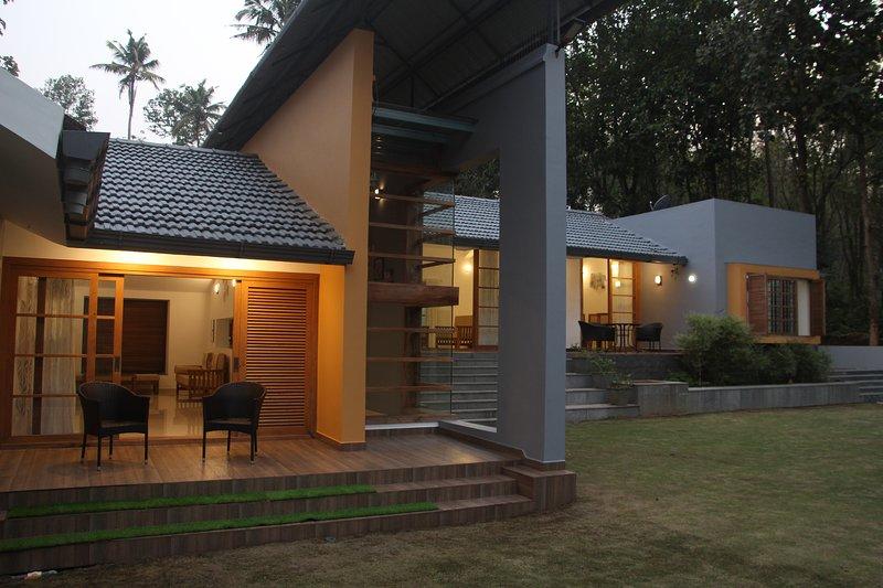 River Edge Vacation Rental God's Own Villa Kerala India, holiday rental in Thattekad