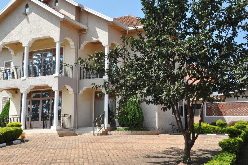 LUXIRIOUS HOUSE KANOMBE, vacation rental in Kigali