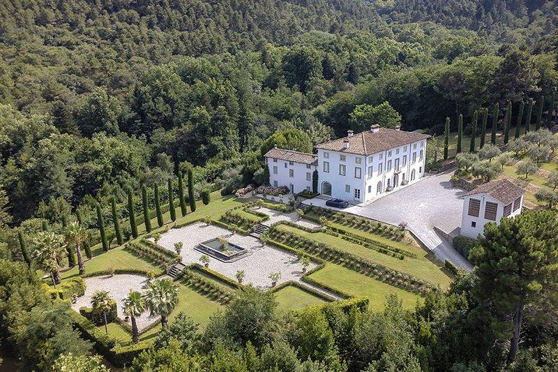 Villa Aria If rented for 16 people, Ferienwohnung in Colle di Compito