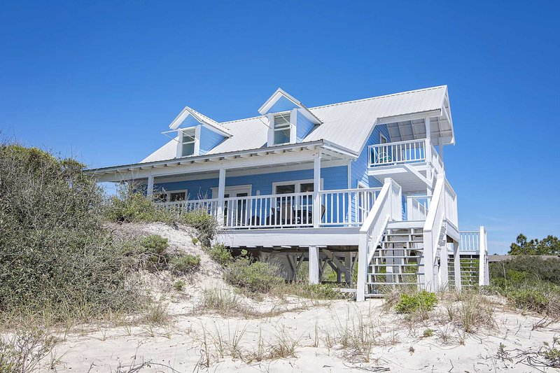 Gulf Front  3 Bedroom ~ Great Location ~ Dune Refuge Beach House ~ Sleeps 10!, alquiler de vacaciones en Gulf Shores