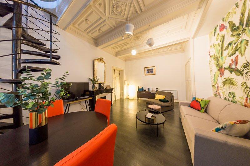 RétroMirabeau : Le Jacobin Appartement duplex avec patio (Maison de Famille), holiday rental in Vinassan