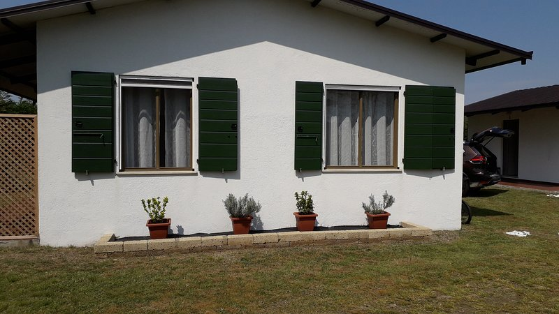 Casette singole immerse nel verde, vakantiewoning in Burano