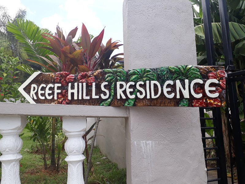 Reef Hills Residence, holiday rental in Anse Royale