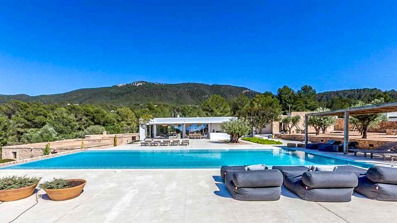 Cala Vadella Villa Sleeps 12 with Pool and Air Con - 5791192, holiday rental in Cala Carbo