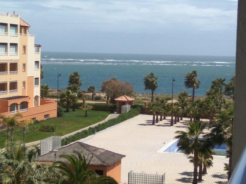 ESPECTACULAR APARTAMENTO EN PRIMERA LINEA DE PLAYA, vacation rental in Province of Huelva