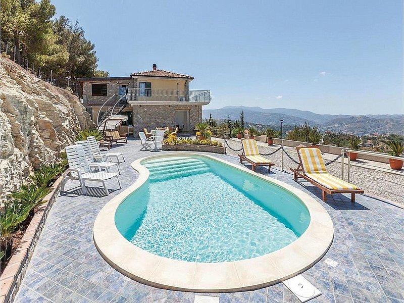 Eredita Villa Sleeps 7 with Pool Air Con and WiFi - 5229300, vacation rental in Giungano