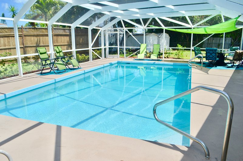 Private Heated Pool Home. Walk or bike to Shamrock Park and close to the beaches, holiday rental in Venice