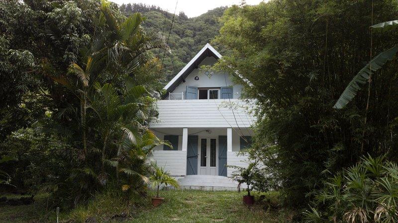 Maison calme dans jardin fruitier Sud Sauvage, holiday rental in Langevin