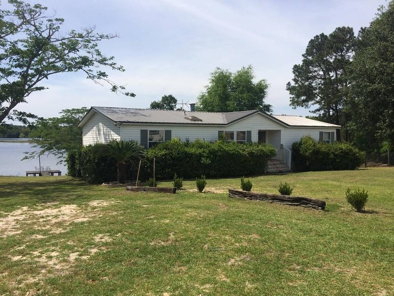 King Lake Fishing/Vacation Peaceful Abode, holiday rental in Florala