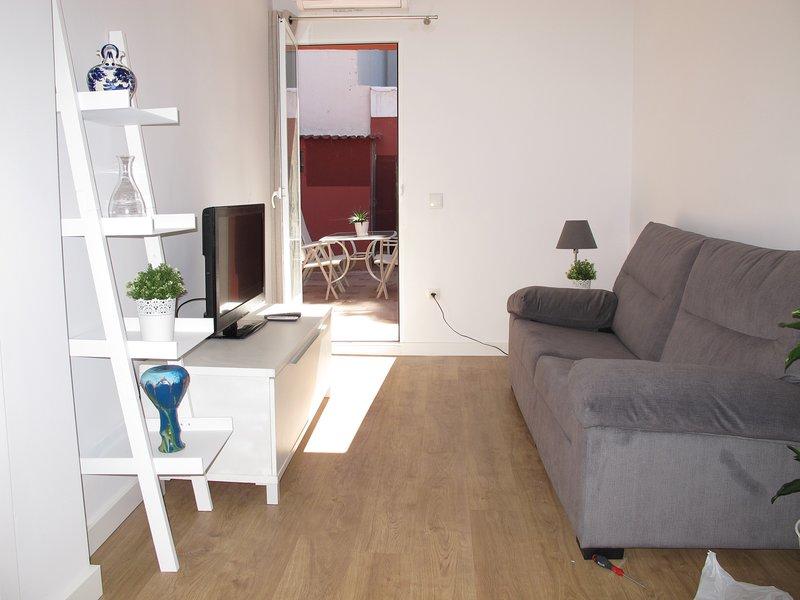 Apartamento 2 dormitorios con terraza, céntrico, cómodo, a 2 minutos de la playa, holiday rental in San Isidro de Albatera