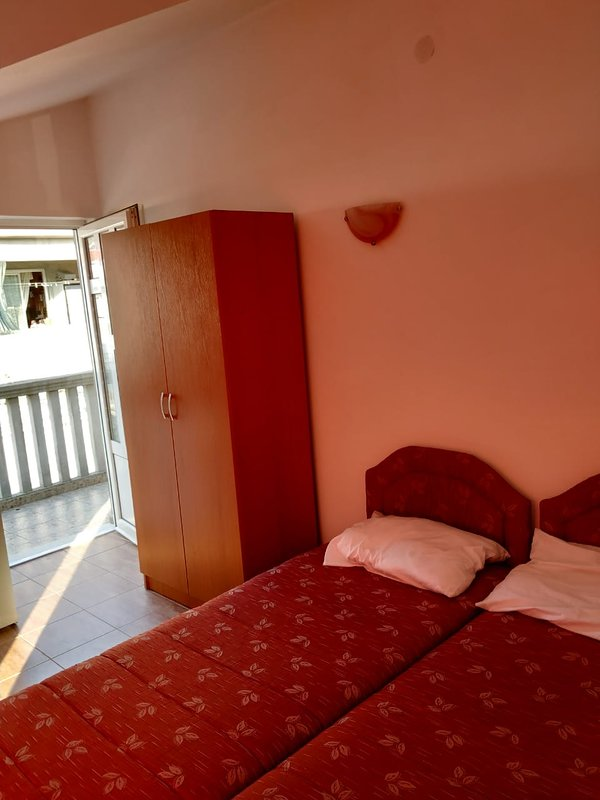 Lovely Studio For 3 Persons, holiday rental in Klinci