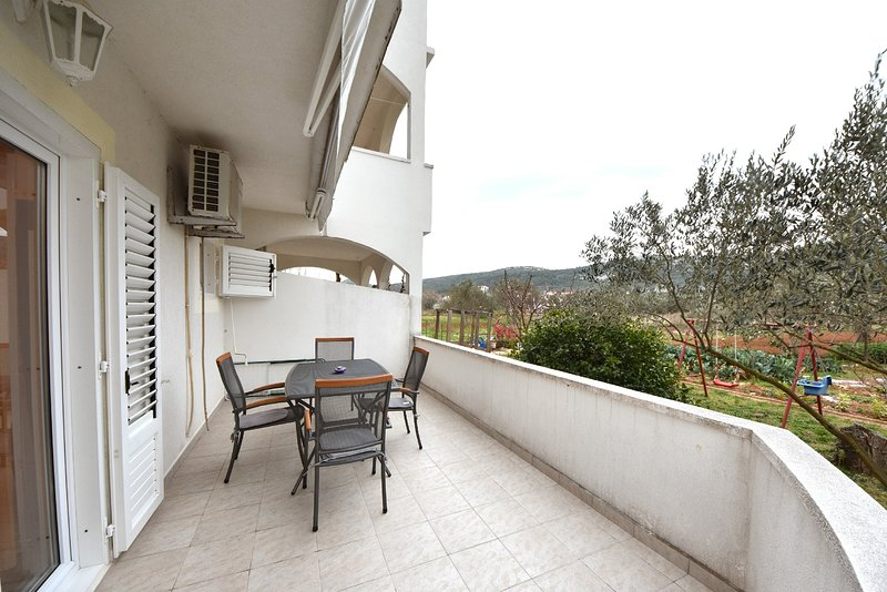 Cimera Apartment Sleeps 2 with Air Con and WiFi - 5811566, location de vacances à Mrljane