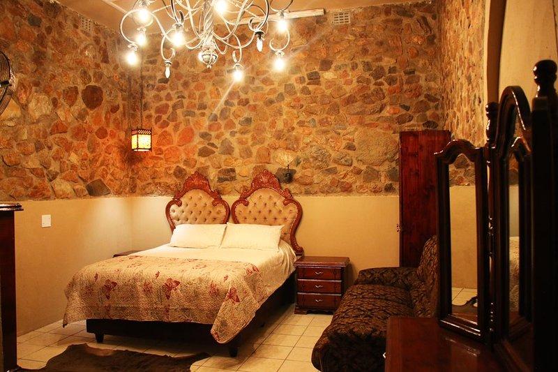 Kruger Castle Guest House, holiday rental in Marloth Park