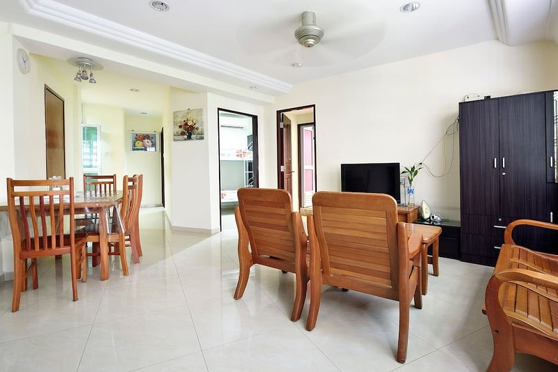 Spacious, Cozy & clean in Orchard near Lucky Plaza, alquiler de vacaciones en Singapur