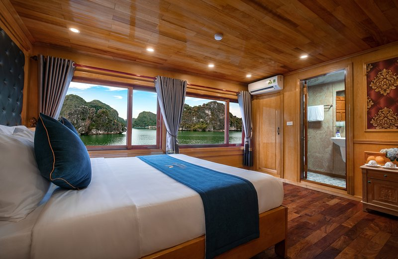 Halong Venezia Cruises Full Package, vacation rental in Halong Bay