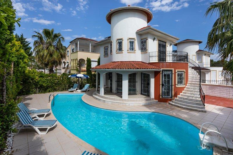 Affordable Villa with Private Pool in Belek, holiday rental in Kadriye