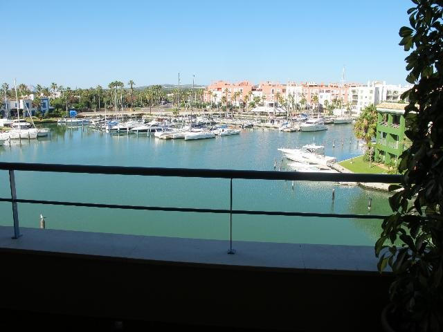 Seabay view apartment. Perfect clean and bright, on the island surround by water, holiday rental in Sotogrande