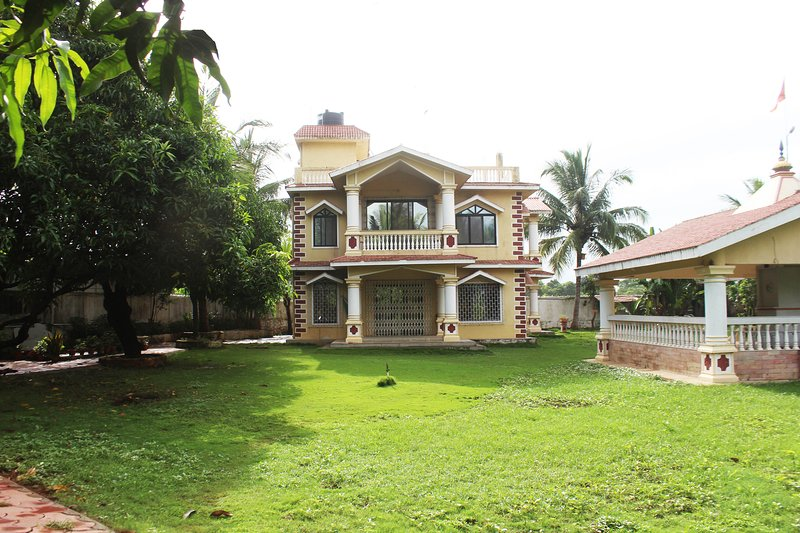 Hari Om Farm-Stay with Private Pool & Lawn near Panvel – semesterbostad i Mumbai (Bombay)
