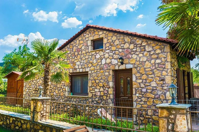 Stone House Maria - A bungalow on the beach!, holiday rental in Skala Sotiros