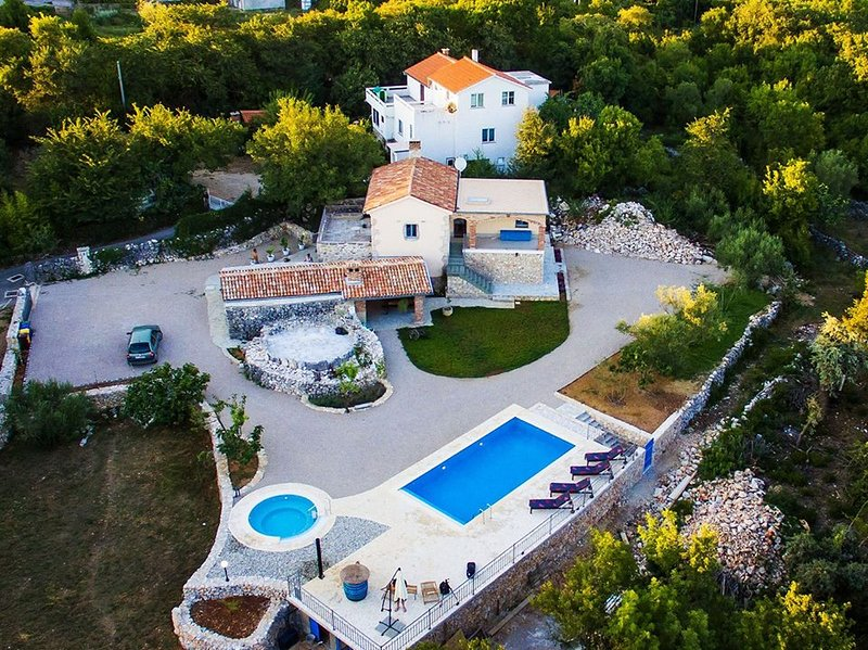 Holiday home with Swimming pool, Whirlpool and Sauna, holiday rental in Garica
