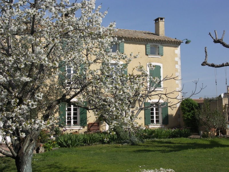 Les Mascarons, Chambre d'hôte Fuschia, holiday rental in Saint Saturnin les Avignon