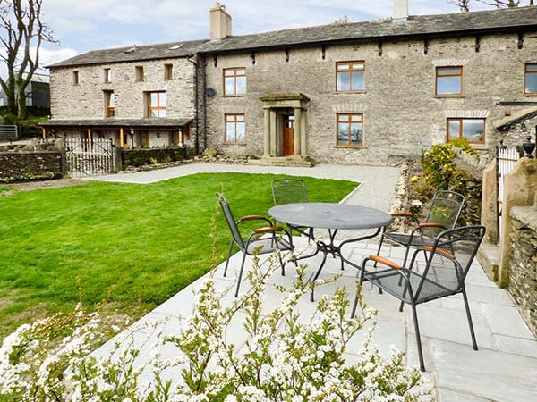 LONGWELL HOUSE, character, fantastic views, woodburning stove, near Selside, holiday rental in Kendal
